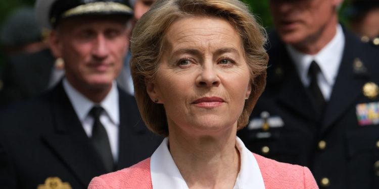 A ex-ministra da Defesa da Alemanha Ursula von der Leyen, que foi eleita por uma estreita margem ao cargo de presidente da Comissão Europeia, prometeu implantar um ambicioso programa político com viés de esquerda no tocante às mudanças climáticas, impostos, migração e estado de direito. (Foto: Sean Gallup/Getty Images)