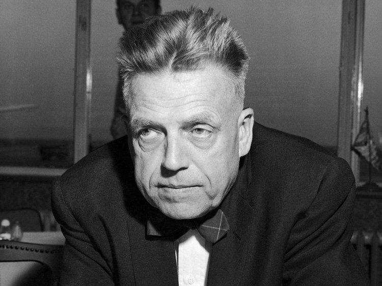 Alfred Kinsey era também discípulo do ocultista e satanista Alester Crowley, que prescrevia rituais envolvendo sexo e sacrifícios de crianças.
