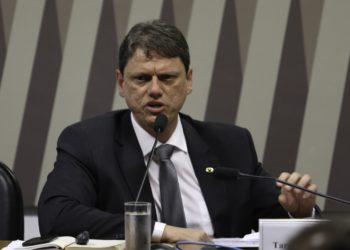 O ministro da Infraestrutura, Tarcísio Gomes de Freitas, participa de audiência pública na Comissão de Infraestrutura (CI) do Senado.