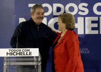 Lula e Bachelet em evento no Chile, em 2013