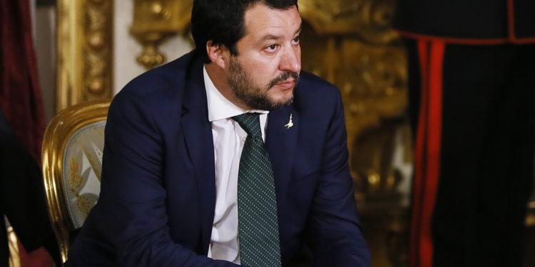 Matteo Salvini, vice-premiê e ministro do interior da Itália desde 2018, foi afastado do governo italiano depois que sua aposta em forçar eleições antecipadas com o intuito de se tornar primeiro-ministro deu com os burros n'água. (Foto: Ernesto S. Ruscio/Getty Images)