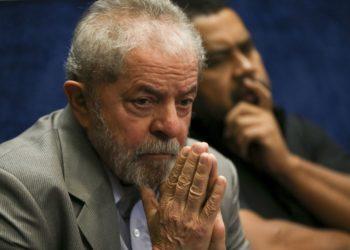 Brasília - O ex-presidente Luiz Inácio Lula da Silva assiste a presidenta afastada, Dilma Rousseff, fazer sua defesa durante sessão de julgamento do impeachment no Senado ( Marcelo Camargo/Agência Brasil)