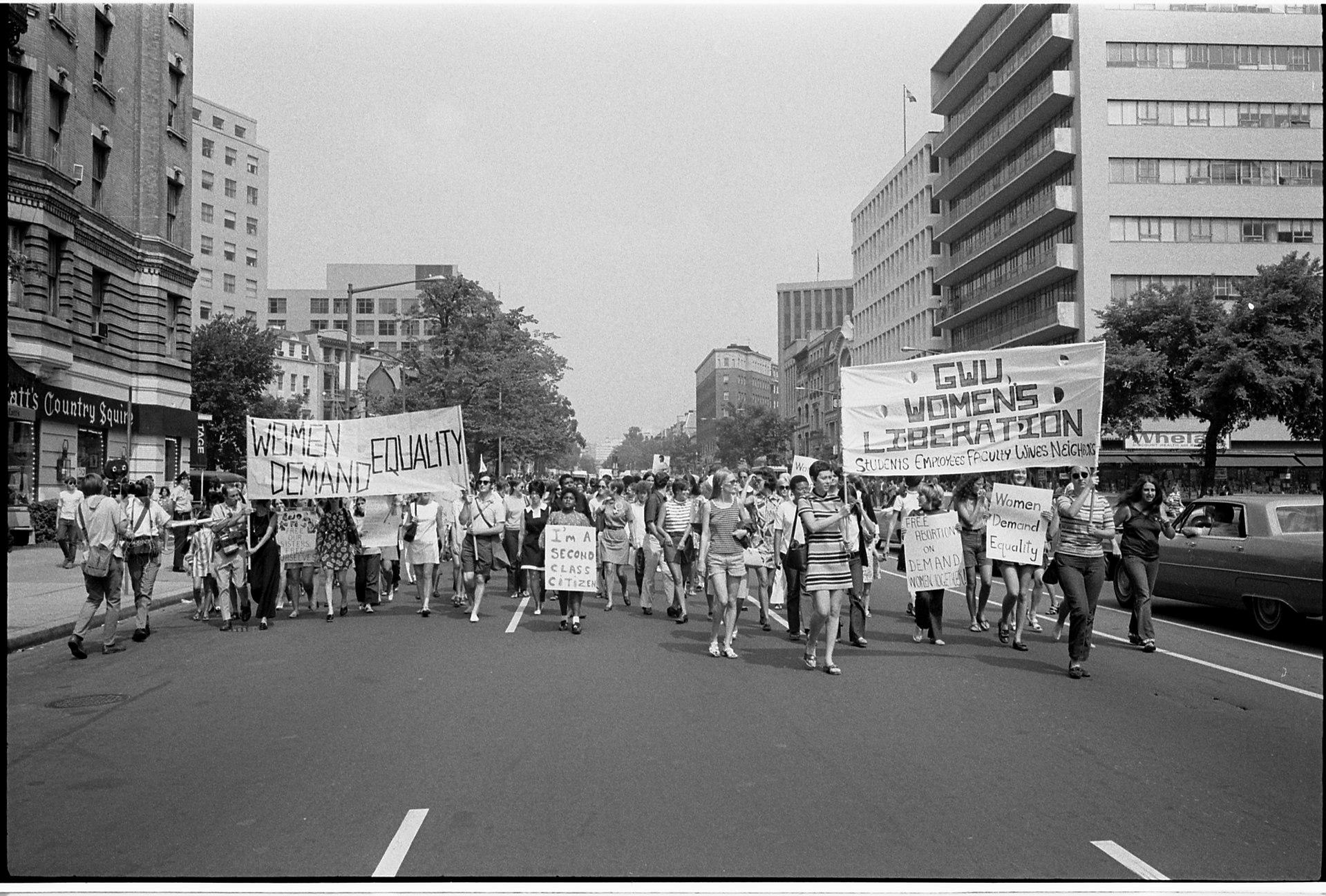 Imagem: coleção U.S. News & World Report da Biblioteca do Congresso dos EUA. Passeata feminista em Washington, D.C., em 1970. Tema: Revolução sexual.