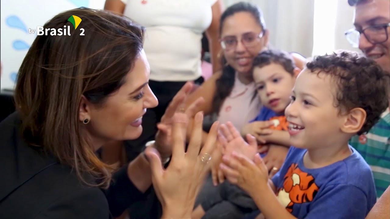 Foto de evento ocorrido em 2019, quando o presidente Jair Bolsonaro assinou medida provisória que garante pensão vitalícia a crianças que tiveram microcefalia por causa do Zika vírus.