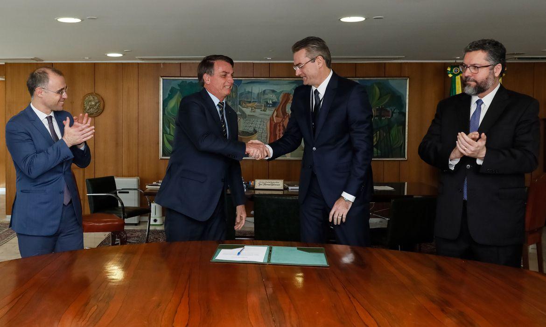 (Brasília - DF, 04/05/2020) Presidente da República Jair Bolsonaro, durante assinatura do Termo de Posse do senhor Rolando Alexandre de Souza, Diretor-Geral da Polícia Federal. Foto: Isac Nóbrega/PR