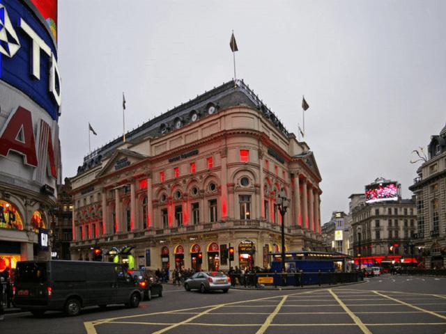 Edifício Trocadero na praça Picadilly Circus (Geograph.Org Image)