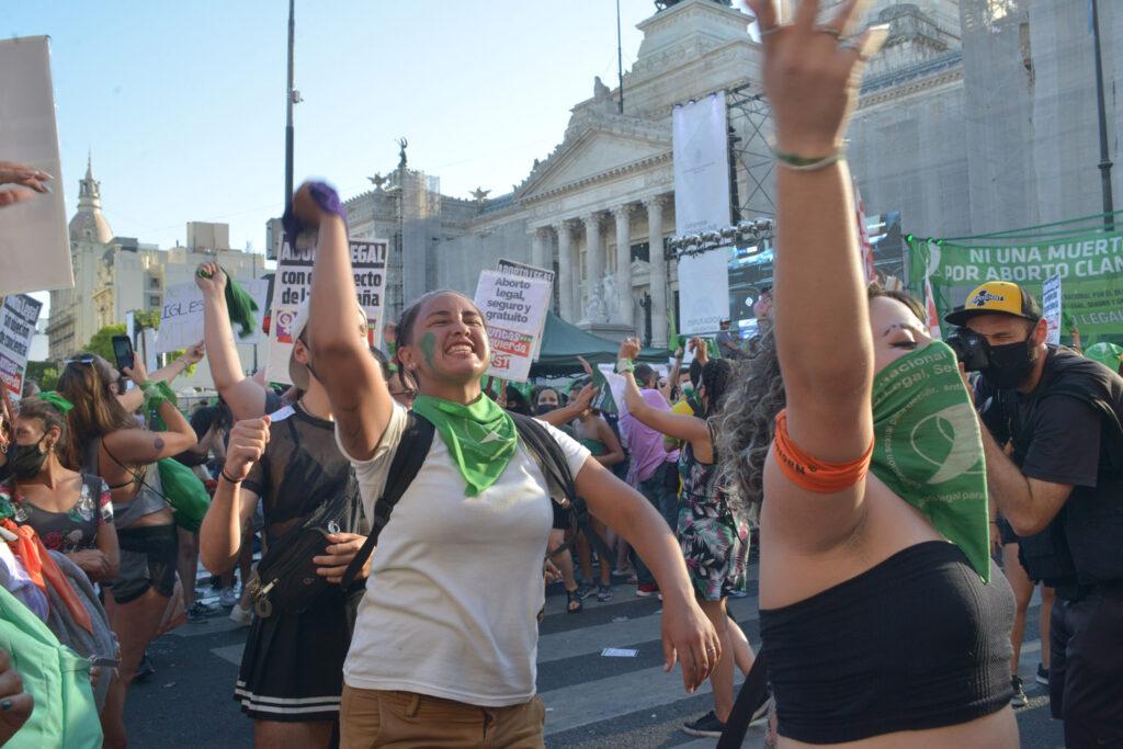 Saiba quem financiou a legalização do aborto na Argentina